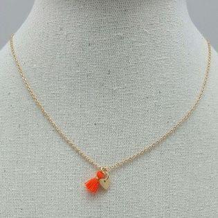 Collier sur chaîne avec mini breloque et mini pompon