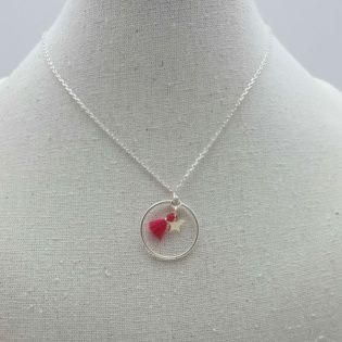 Collier anneau, mini breloque et mini pompon