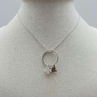 Collier anneau deux breloques