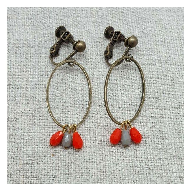 Boucle d'oreille ovale et perles oranges