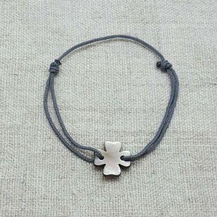 Bracelet trèfle en nacre sur lien coton