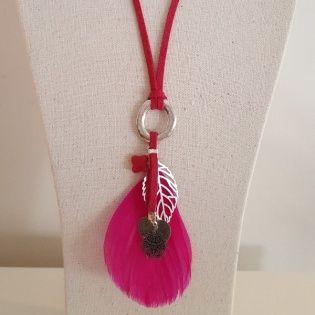 Sautoir plume colorée et breloques