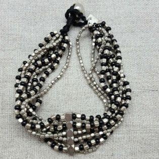 bracelet large perles naturelles argentées et noires