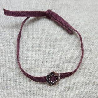 Bracelet fleur argent sur lacet elastique violet