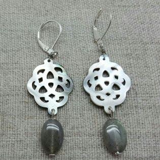 Boucle d'oreilles arabesque en nacre et pierre turquoise, finition argenté