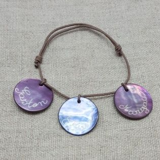 Bracelet breloques gravés en nacres