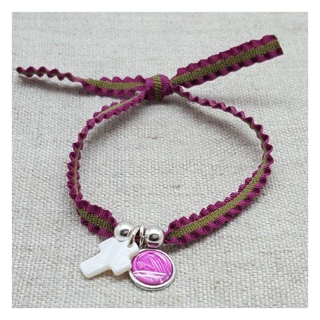 Bracelet religieux Vierge et croix nacre sur lien elastique frou frou rose