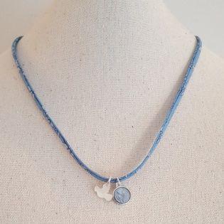 Collier religieux lien fin liberty, colombe en nacre et vierge émaillée bleue