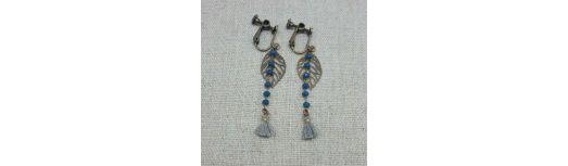 Boucles d'oreilles chaîne colorée et feuille laiton