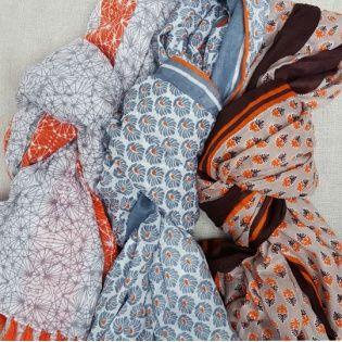 Foulard coton coloris été, les bleus et rayures fluo