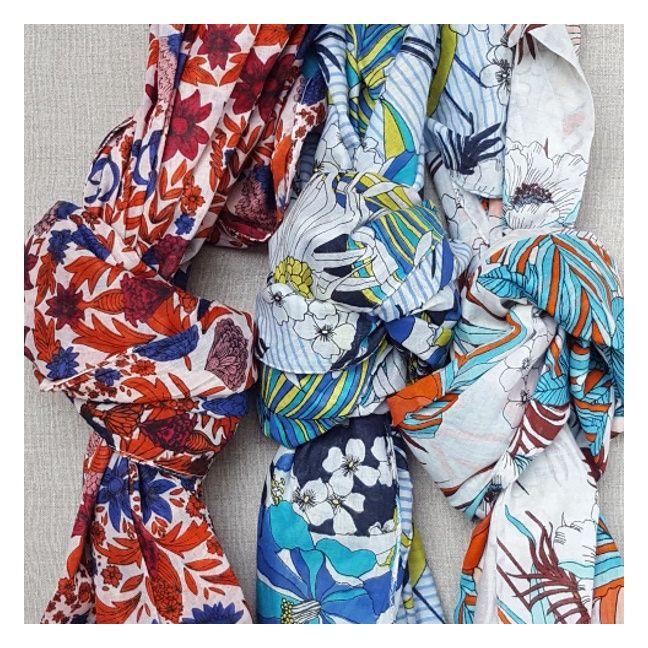 foulard ou paréo 100% coton, imprimé grande fleur très coloré. 8073334eb83
