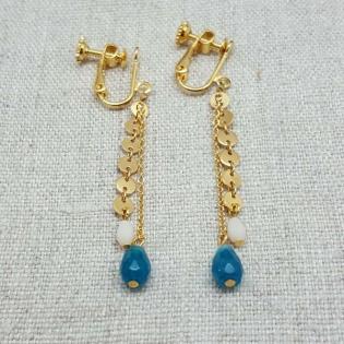 Boucles d'oreilles longues Plaqué Or chaîne mini médailles