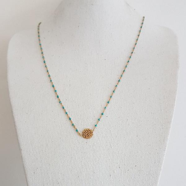 e9baeece463 Collier long chaîne plaqué Or et perles résines colorées