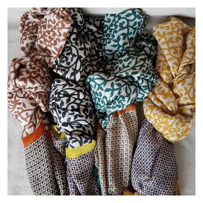 foulard imprimé fleurs bicolore
