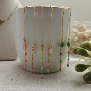 Boucles d'oreilles longues chaînes perles émaillées