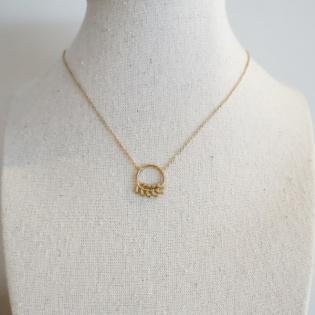 Collier anneau et feuille