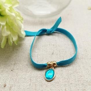 Bracelet religieux médaille miraculeuse ou croix sur lien elastique coloré
