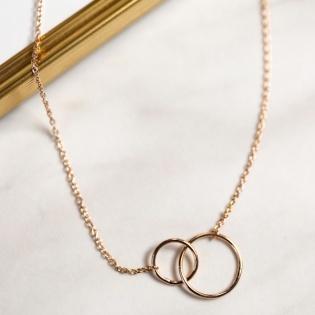 Collier deux petits anneaux entrelacés