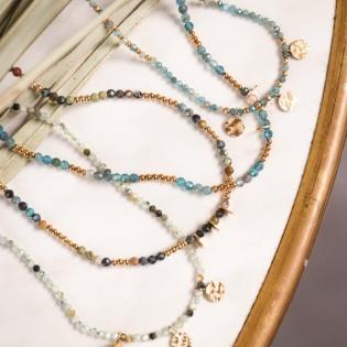 Collier fin et perles naturelles