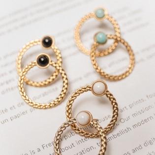 Boucles d'oreilles anneau et pierre sertie